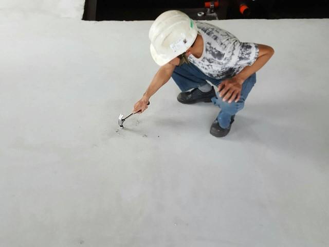 Step.2清除多餘水泥殘料(由業主施作)